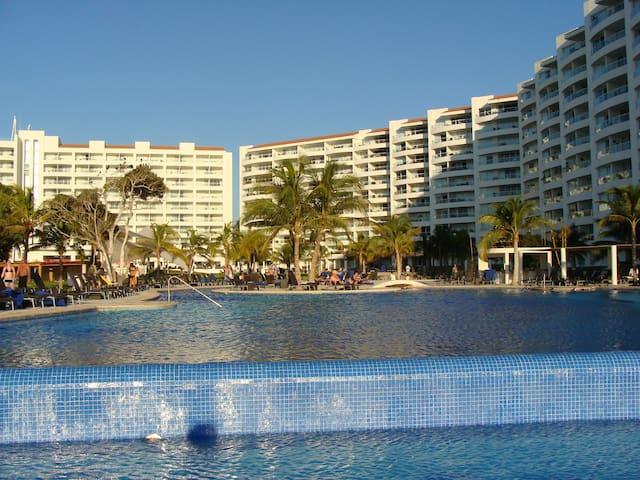 Ocean View Penthouse, Villa Magna beach resort