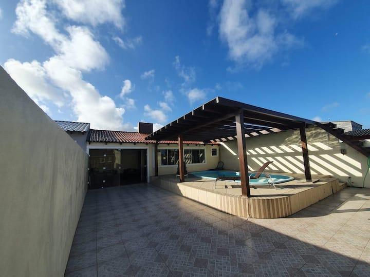 Casa no cassino com piscina - 1 quadra da praia