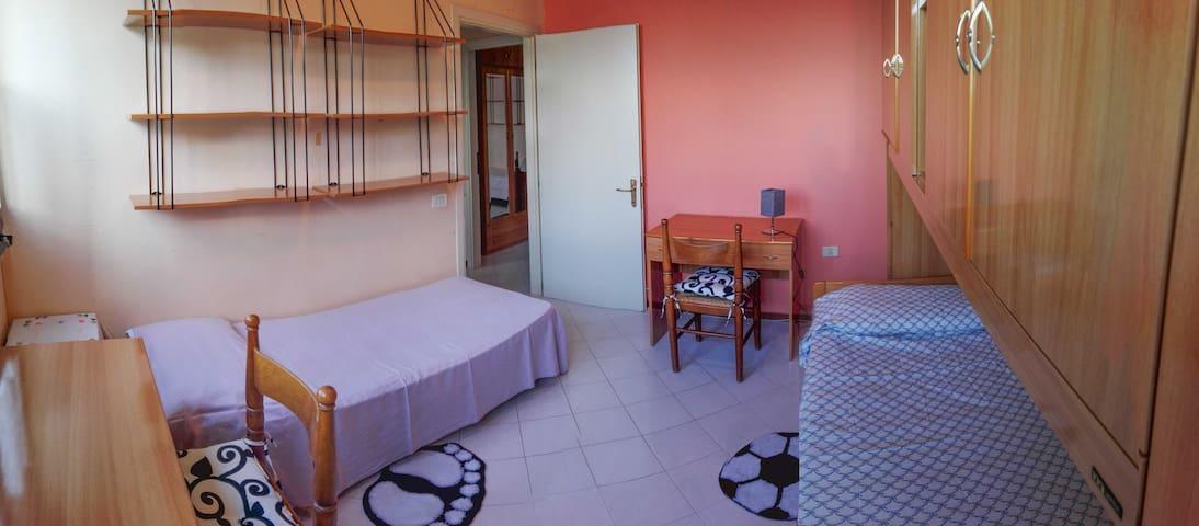 appartamento a 1,9 Km dal centro storico di Urbino - Urbino - Lägenhet