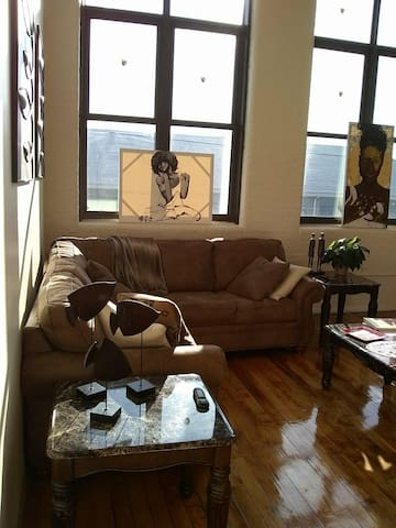 Artsy Loft, minutes away  from Downtown PVD.