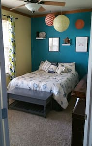 Bright spacious bedroom/relaxing park like setting - Thornton