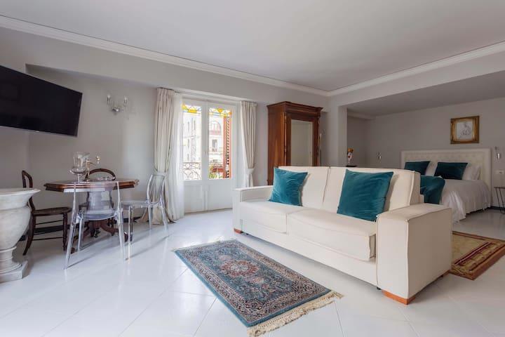 Suite Con Cucina E Terrazza Al Duomo Di Taormina Serviced