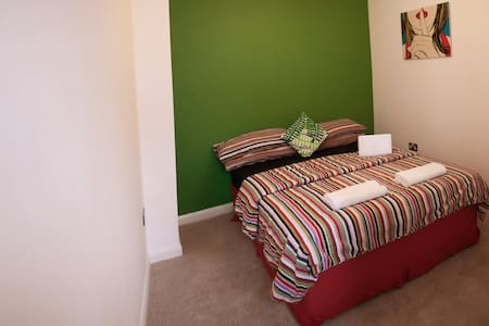 "This private room ""The Best Spot in Temple Bar, Dublin"" is located in a modern apartment in the HEART of Temple Bar, Dublin's City Center! Dublin is LITERALLY on your doorstep! This includes TONS of pubs, restaurants, shopping, music, and galleries!"