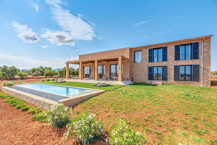 Modern Holiday Home Can Berrubí with Mountain Views, Wi-Fi, Air Conditioning, Private Pool & Garden; Garage Available