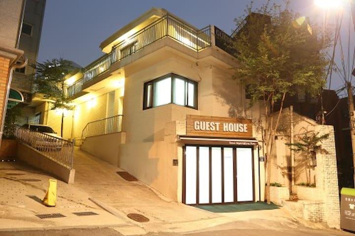 Seoul Myeongdong Stay- single room - Jung-gu - Bed & Breakfast