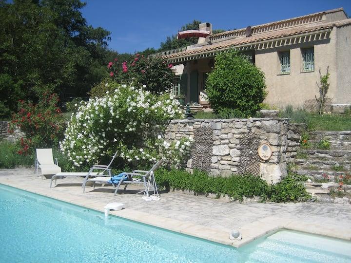 1 chambre avec terrasse & piscine B