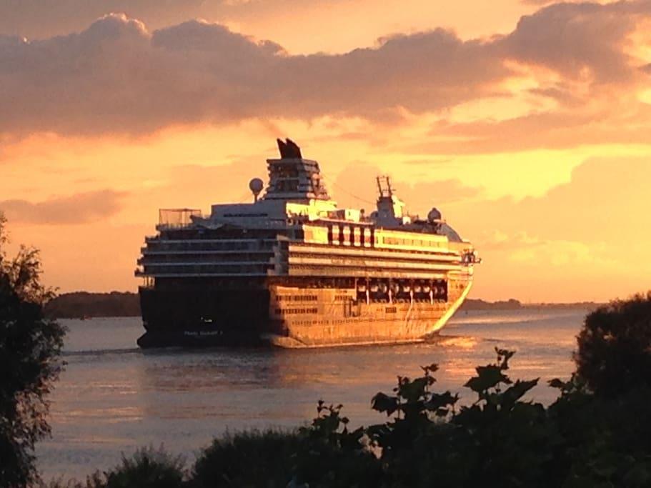 Mein Schiff vom Balkon im August 14