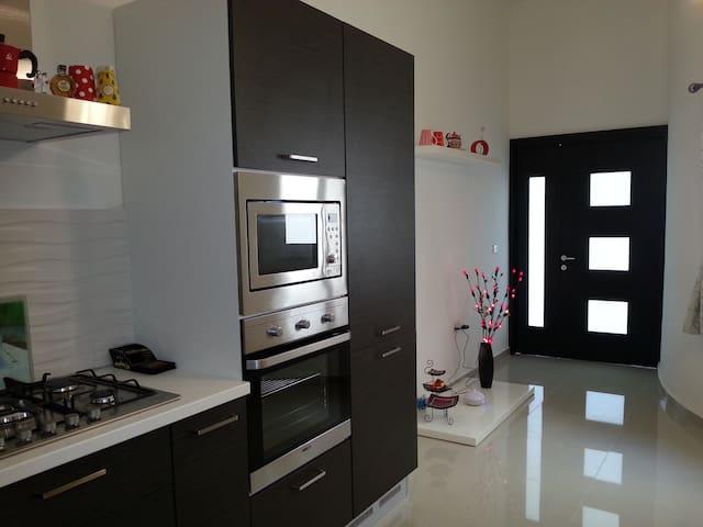 118 Apartment - Swieqi - Penzion (B&B)