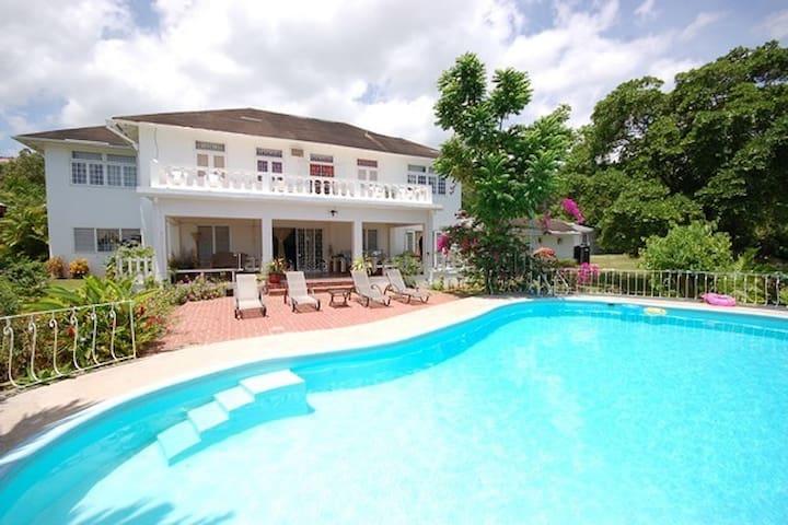 Garden House Jamaica inc Pool,Staff & Tennis Court