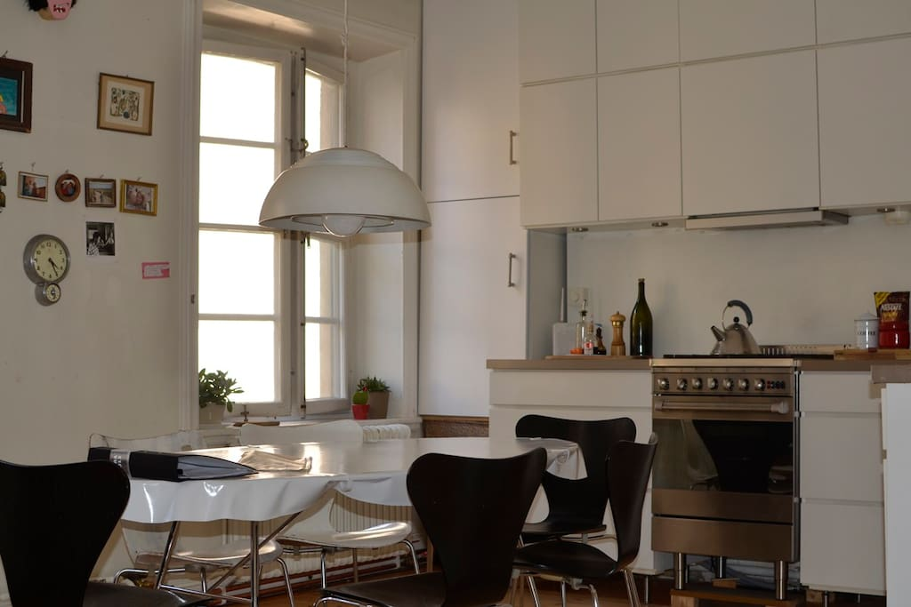 Well equipped large 35 sqm kitchen with 6-8 chairs