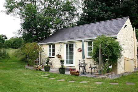 Tyddyn Sydney Bach 5* Cottage  - Bangor