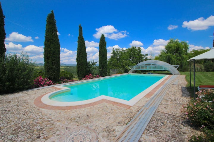 Prachtige villa in de heuvels van Umbrië met een privézwembad
