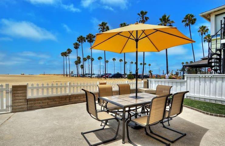 OOH LA LA OCEANFRONT ON BOARDWALK W/ HUUUUGE PATIO - Newport Beach - Condominio