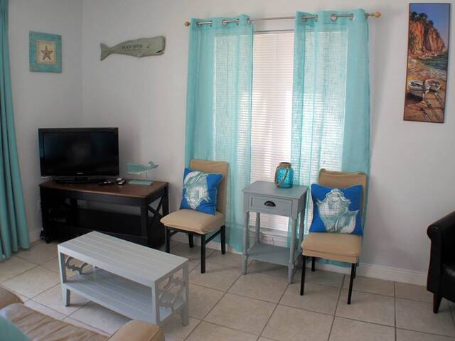 Updated, gulf front condo, Beach setup included, Close to entertainment