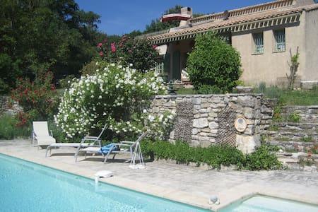 1 chambre avec terrasse & piscine V