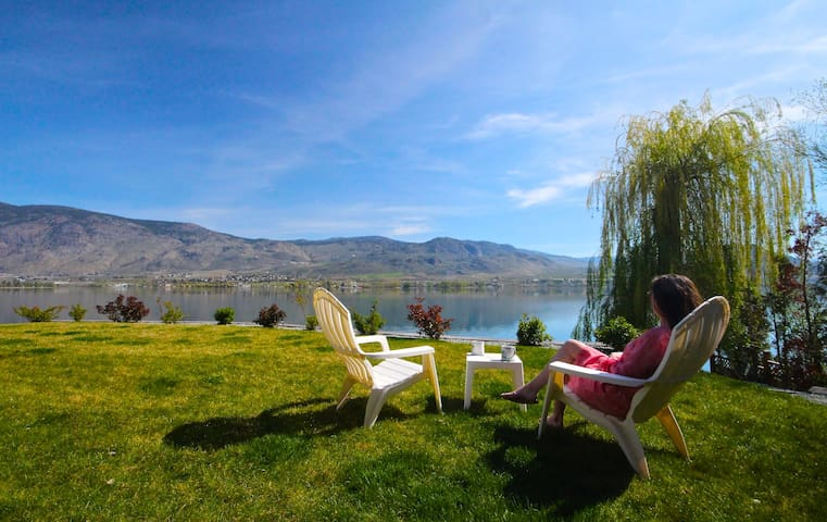Lakefront Home Private Beach & Dock - Osoyoos
