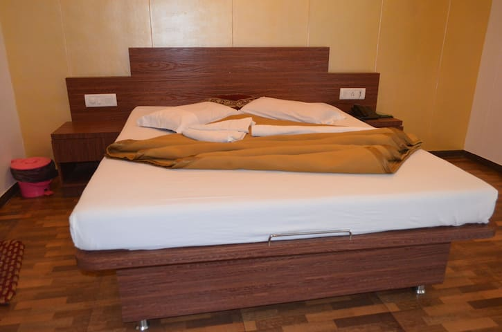 Rainforest Villa's Luxury Room - Satara - Apartament