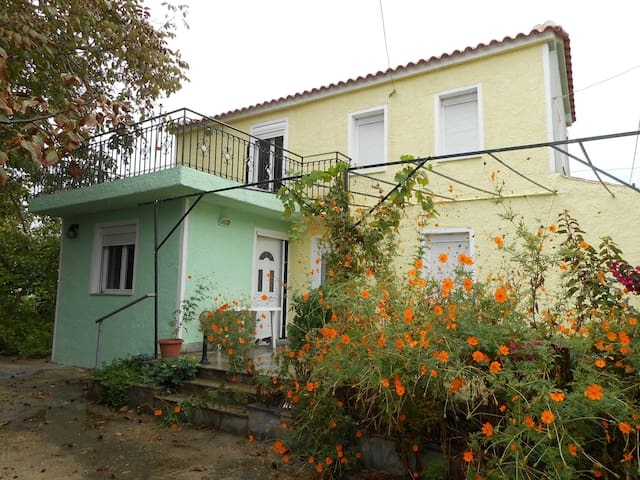 Two-floor house with garden - Lesbos Prefecture - Huis
