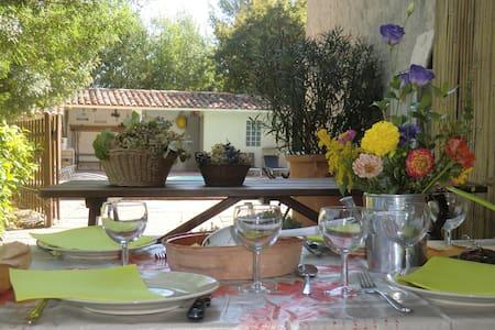 ... dans les collines de Provence  - Roquevaire