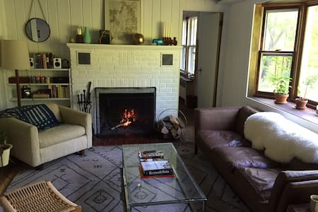 Midcentury Mountainside Cottage - Shandaken