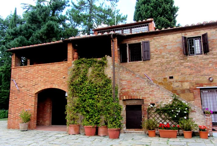 Farmstead in Montepulciano - Montepulciano - House