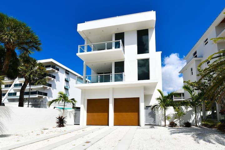 The Lookout, Breath Taking BeachView, 4Bed/6Bath!!