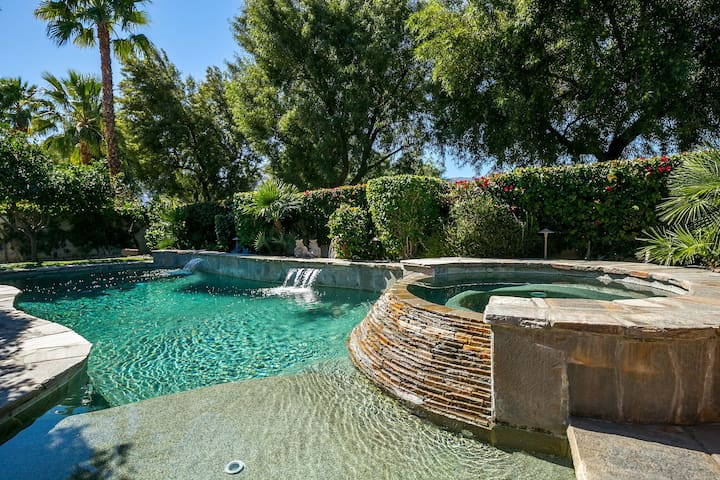 3 Bed Desert Retreat with Private Pool & Hot Tub