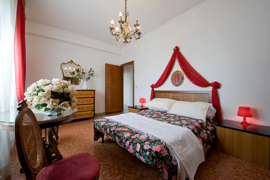 Our first room - RED ROOM - double bed (+ 1single bed)