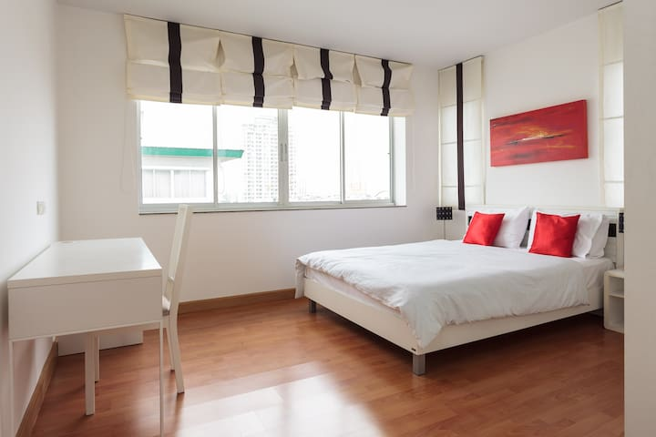 A Cosy Two Bedrooms & Living Room - Bangkok - Apartament