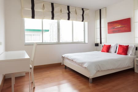 A Cosy Two Bedrooms & Living Room - Bangkok - Appartement