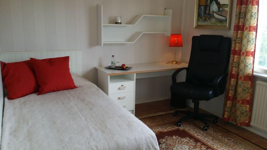 Ljust trivsamt rum i lugnt område