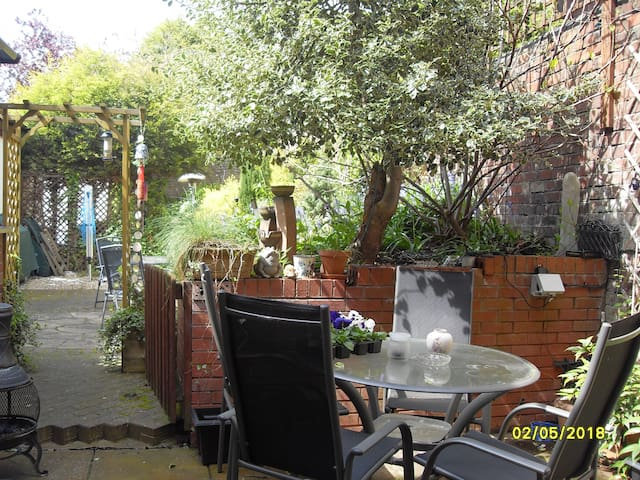 The Garden Apartment - Stourbridge - Serviced apartment