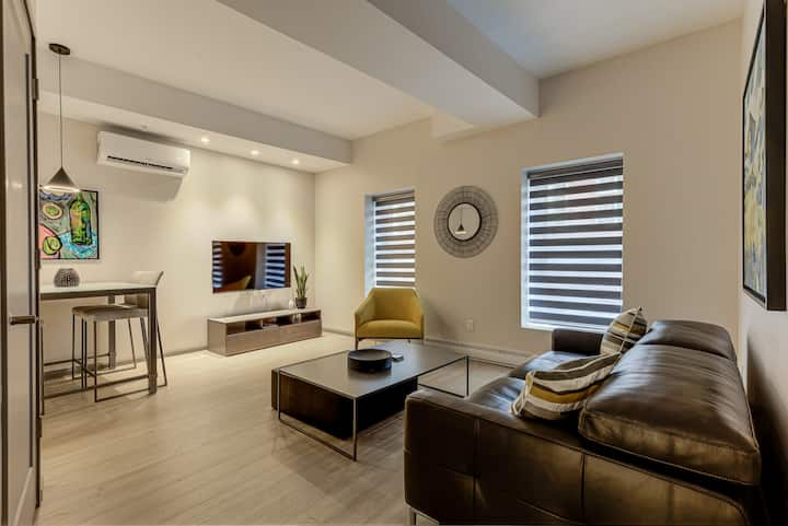 HIGH STANDING APT. NEAR OLD-QC / 2 BEDROOMS (B02)