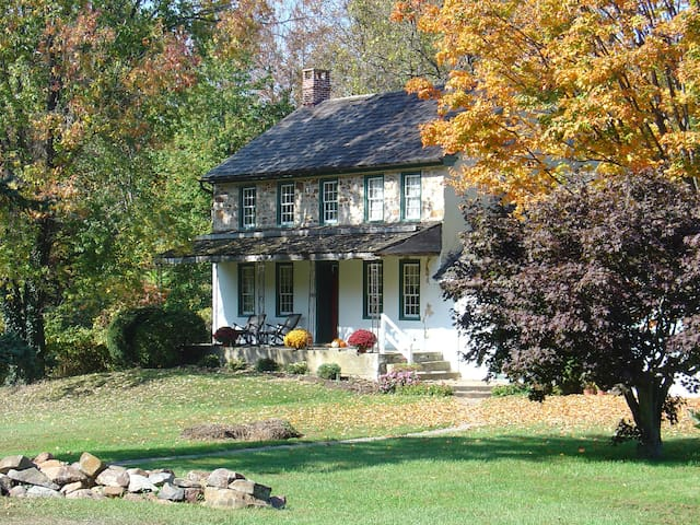 Historic ~1790 Fieldstone Farmhouse on 10 acres