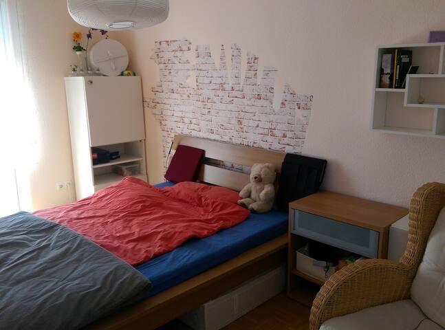 Helles großes Zimmer in guter Lage - Eltville am Rhein - Townhouse