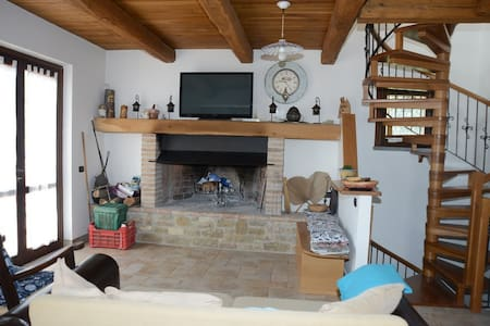 Family real working farmhouse in Umbria - Monteverde