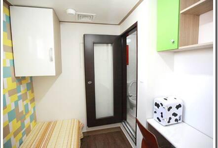 Hong-dae & Shin-chon Private Shower room(f04) - Seodaemun-gu - Bed & Breakfast