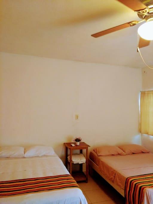 Habitación, dos camas matrimoniales