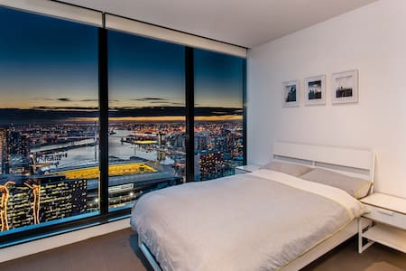 Lofty sanctuary in the city with ensuite bathroom - Melbourne - Wohnung