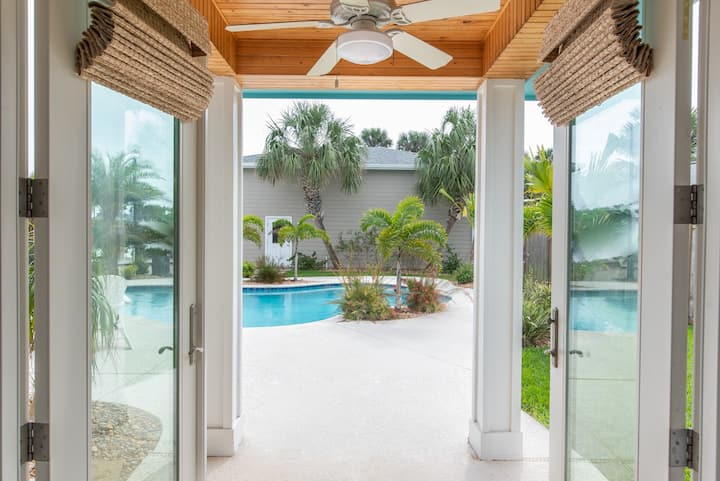 Seaside Oasis: Private Pool, Free Golf Cart, Walk to Beach