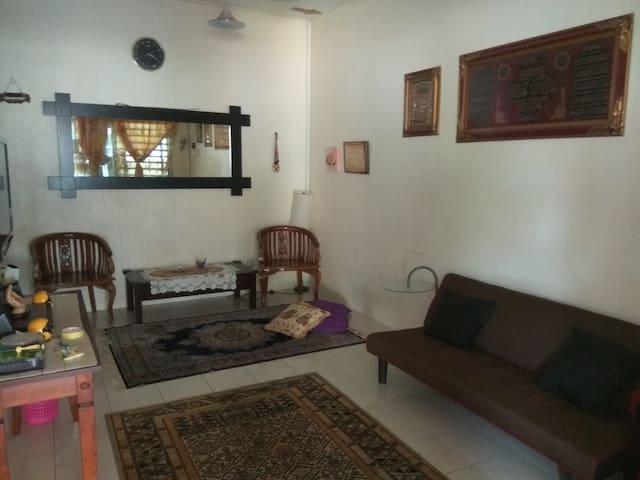 Cahaya Homestay D' Senawang  ~ Selesa & Nyaman - Seremban - บ้าน