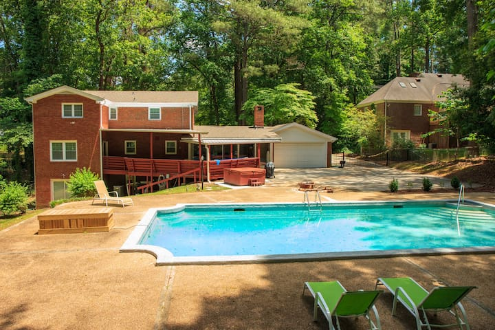 *SUMMER SALE_PG_6 bdrm nearAirport *Pool&HotTub*