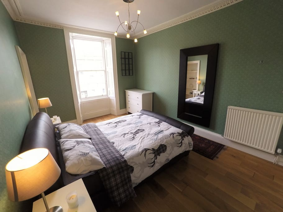 Master Bedroom In A Beautiful Georgian Flat Flats For