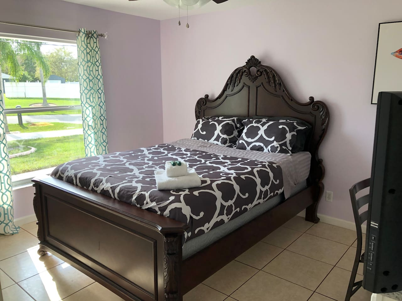 Beautiful Comfy Queen Size Bed