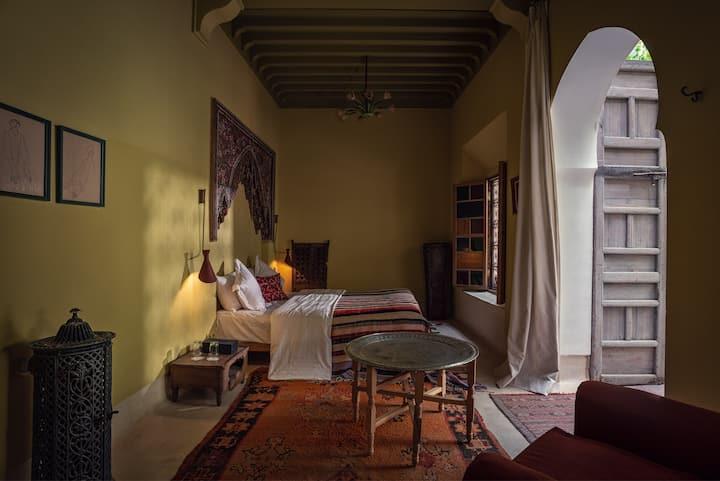 El Fenn Room in Kbour & Chou