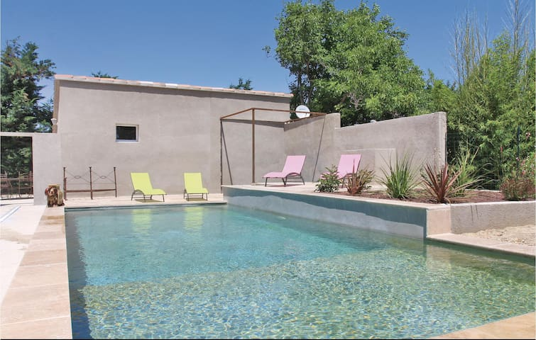 Holiday cottage with 1 bedroom on 30m² in Montfavet