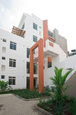 Apartamento de Lujo, cerca de zonas comerciales. - Santa Ana - Apartment