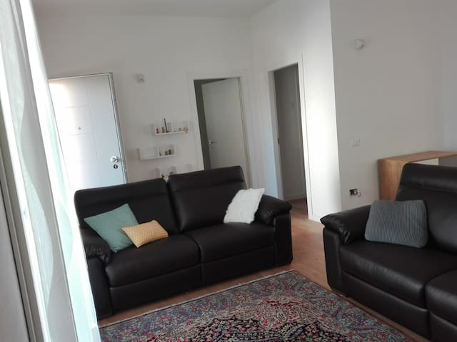 New big flat,1km from centre,bikes available - Pesaro - Huis