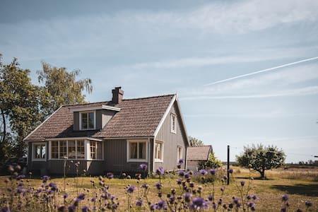 Charmigt hus med utsikt över Alvaret