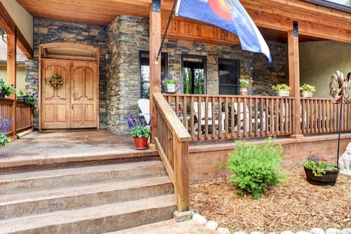 3500 sq ft Rustic MTN home**PERFECT for families**